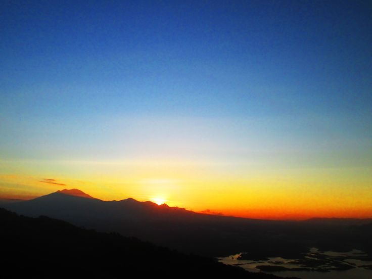 Menyambut Matahari Terbit dari atas tempat Gantole Wonogiri :) (Sun Rise)