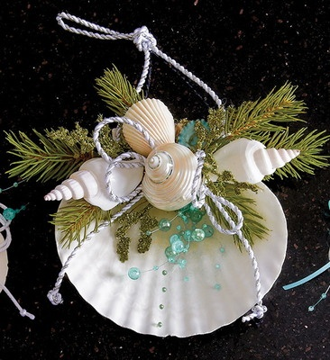 Such a pretty addition to your coastal holiday celebration!