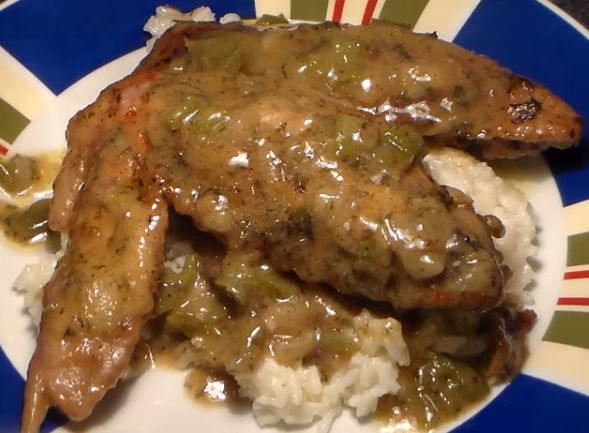 Ingredients   6 Medium Turkey Wings 1 Medium Green Bell Pepper, Chopped 1 Small Onion,
