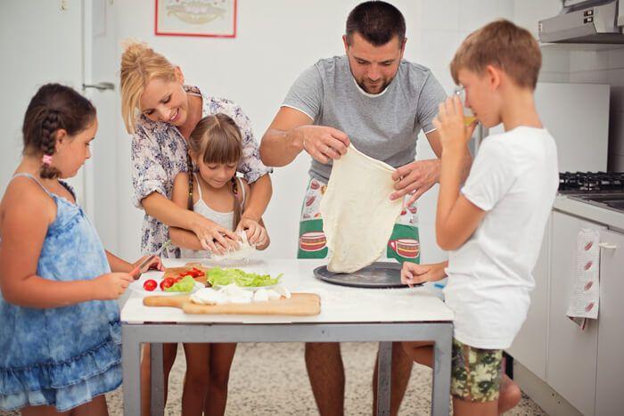 Een derde kind? Ik had haar voor geen goud willen missen! Maar bezint eer ge begint zeggen ze wel ;)  http://www.mamsatwork.nl/een-derde-kind/