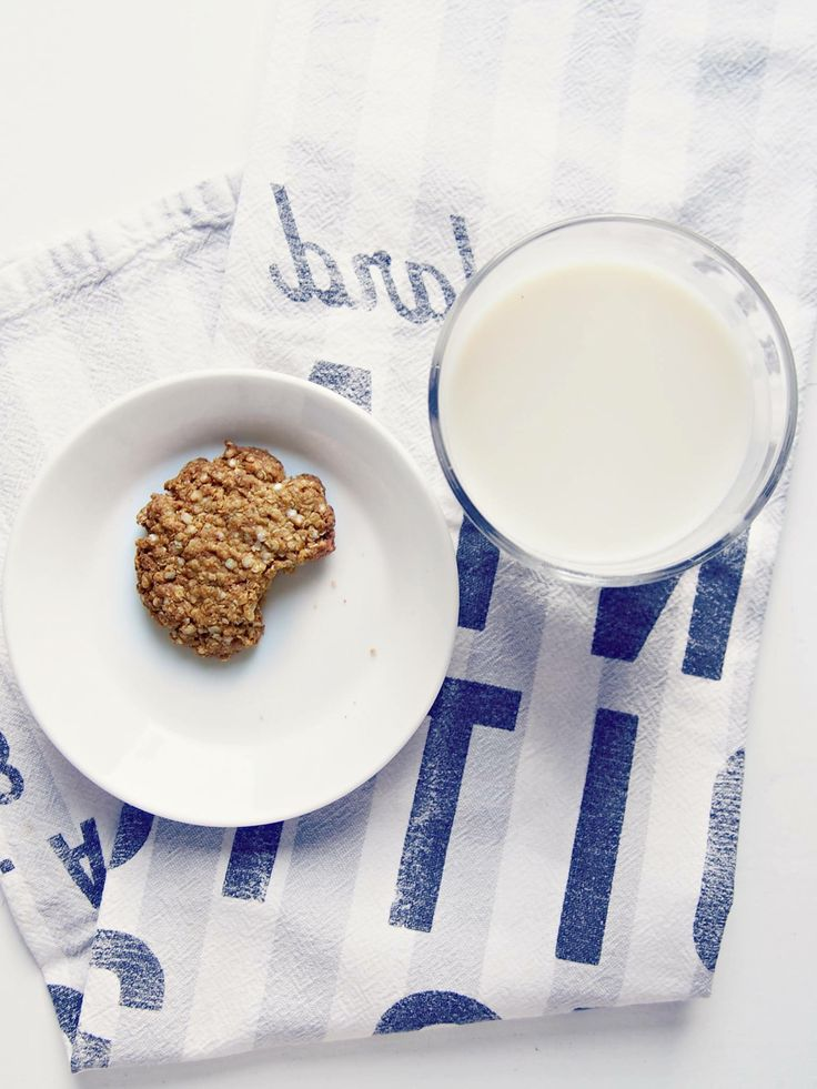 Glutenfree,dairyfree, flourless quinoa ginger cookies & oatmilk