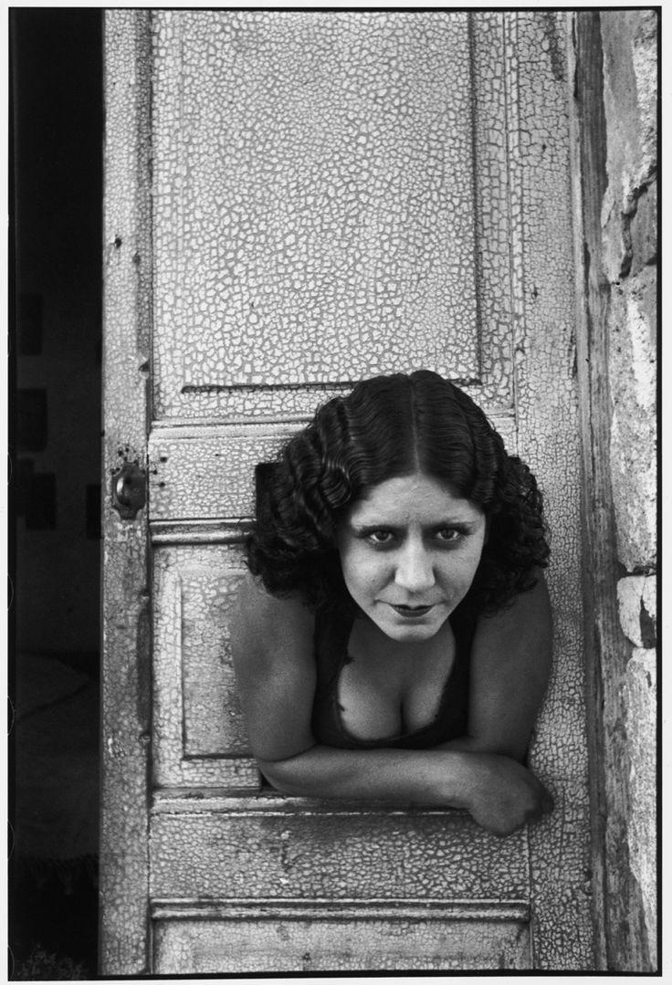 Henri Cartier-Bresson | Prostituées, Mexico City -  - Calle Cuauhtemoctzin, 1934.