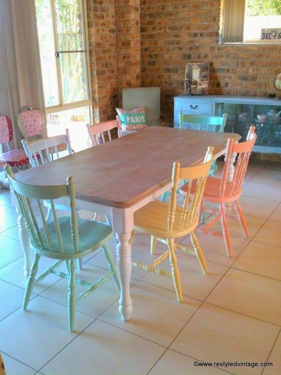 Así nos inspiramos en TOC! Te gustan las sillas multicolor? Cuantas veces pensaste en pintar las de tu casa para renovarlas? No te a...