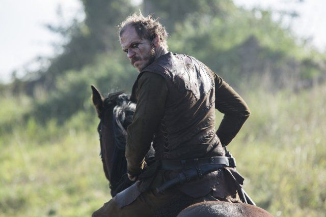 Still of Gustaf Skarsgård in Vikings (2013)