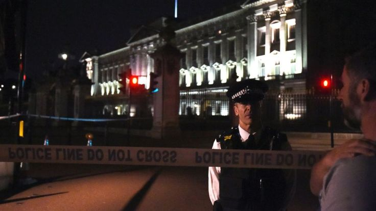 Police detectives investigating what they called a terrorist incident near Buckingham Palace in London on Friday night have arrested a second man in the British capital.  Scotland Yard said the 30-year-old suspect was detained Sunday on suspicion of involvement in terrorism. He was taken into... - #2Nd, #Arrest, #Buckingham, #Incid, #Man, #Palace, #Police, #Terror, #TopStories