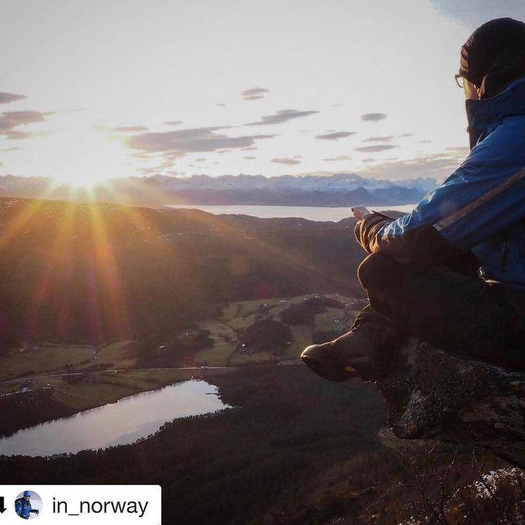 What a great view to wake up to. #reiseblogger #reiseliv #reisetips  #Repost @in_norway with @repostapp  Enjoying the sunrise this morning from the Jendemsfjellet __________________________________________________#jendemsfjellet #dreamchasersnorway #imagine #dreamynorway #norge #norway #fræna #mittfriluftsliv #utno #photooftheday #naturelovers #norway2day #brilliantnorway #sunrise #norges_fotografer #selfie #outdoors #inspiration #daylight #hiking #travelling #sunshine #moment