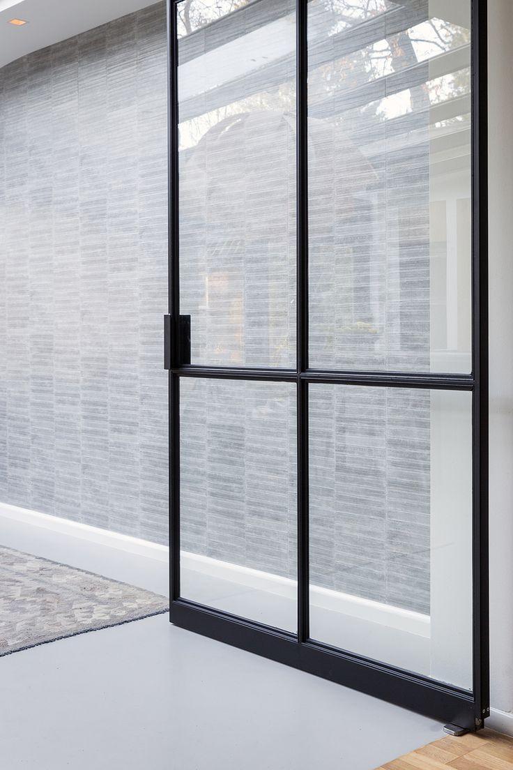 Stalen deuren | Renovatie grote vooroorlogse 2-onder-1-kap woning | Interieurontwerp: Maaike van Diemen | De beste interieurontwerpers vind je op OBLY