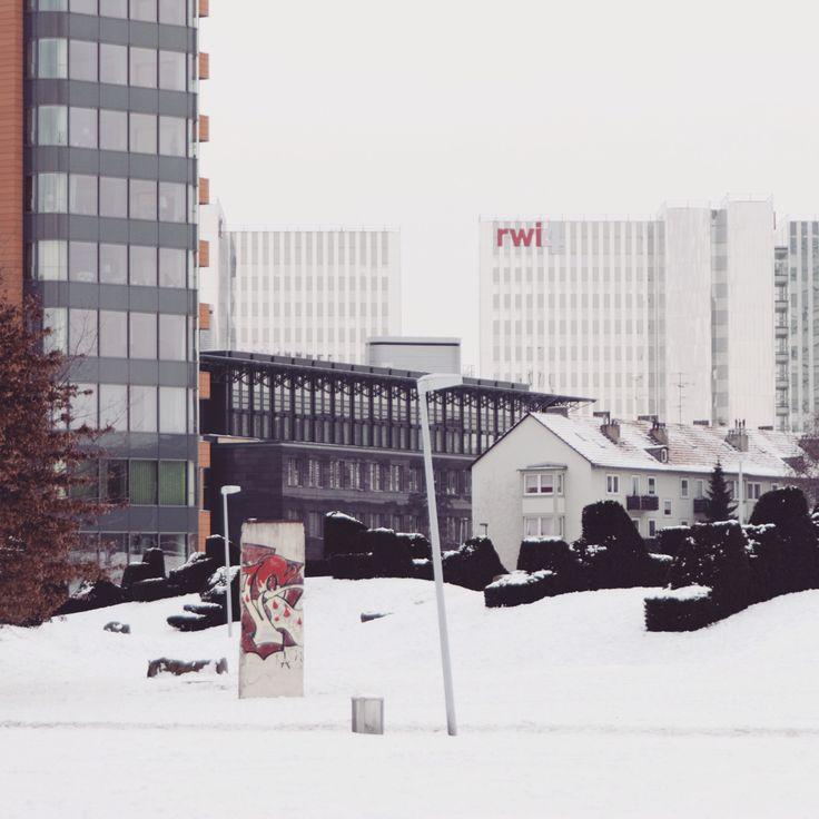 #diary #rivkahyoung #15022015 #berlinwall #düsseldorf #snow #winter #white #greysky #tristesse #searchingforparadise