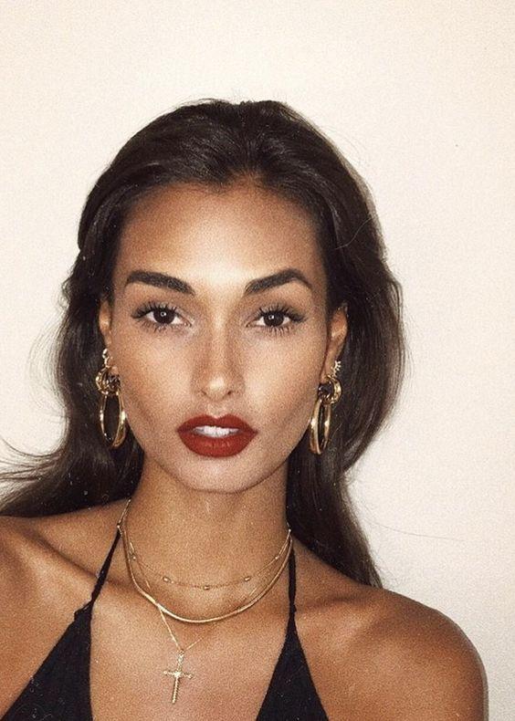 red lips gold earrings
