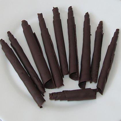 Ozdobte si dort čokoládovými svitky!