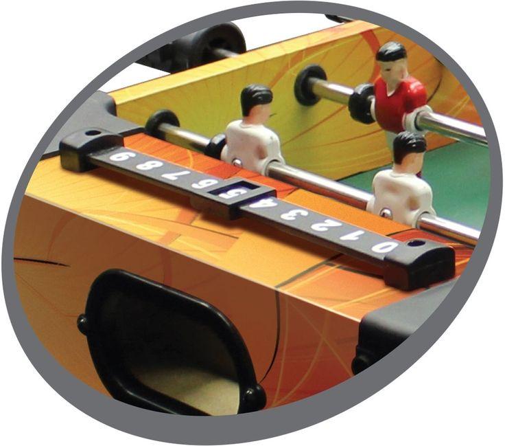 Farbenfroher kleiner Kickertisch mit 6 Stangen und 14 Figuren. Dieses kleine Tischauflagemodell kann leicht überallhin transportiert werden.Die abgerundete Kunststoffecken und 4 kurze Beine geben dem ganzen den letzten Schliff....