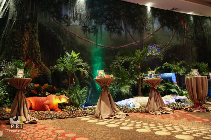 Quot It S A Jungle Out There Quot Trade Show The Backdrop Props
