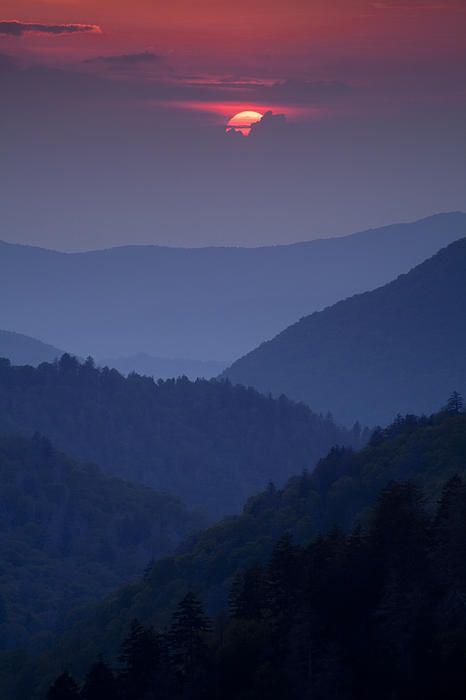 Smoky Mountain sunset from Morton Overlook, Great Smoky Mountain National Park, Tennessee; photo by Andrew Soundarajan