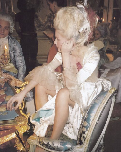 Kirsten Dunst on the set of Marie Antoinette ♣