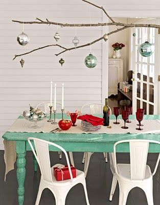 Table is a love colour: Decor Ideas, Christmas Tables Sets, Color, Chairs, Trees Branches, Holidays, Christmas Decor, Christmas Ideas, Ornaments