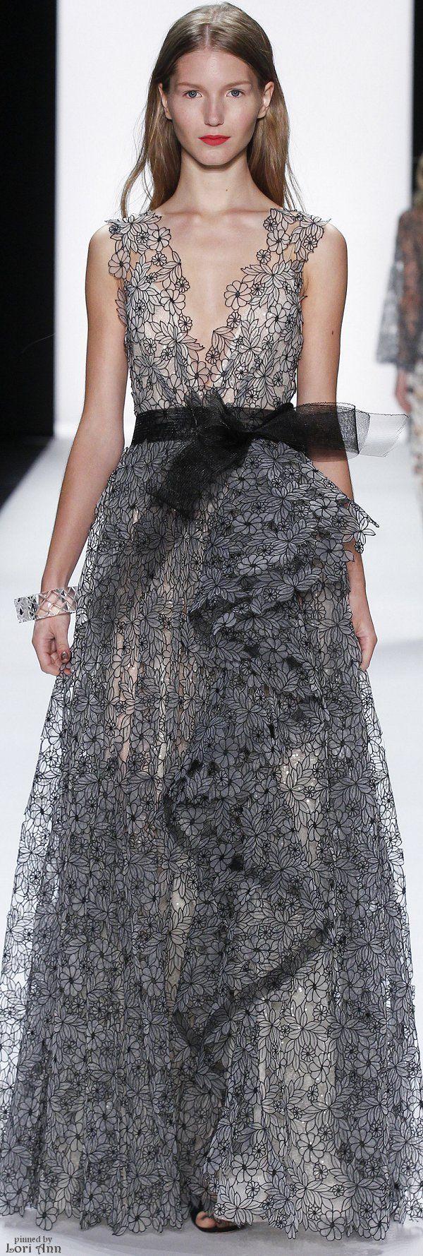 Bellísimo vestido de gala con encanjes en color negro.