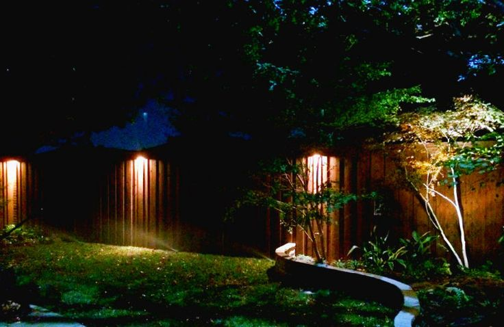 Dallas Landscape Lighting uses downlights mounted high up on fences and walls to create ethereal columns of light that help to illuminate the perimeter of an area or even a pathway.  LED or incandecent options available. FREE ESTIMATES on this or other landscape lighting (tree, pathway, flower bed lighting, moonlighting, pool/spa lighting, arbor/patio lighting, back up home generator installation etc) 214-202-7474 http://www.DallasLandscapeLighting.net #dallas #dallaslandscapelighting…