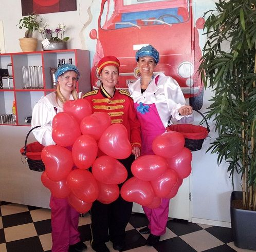 Promotiesdames of piccolos inhuren. http://www.funenpartymatch.nl/piccolos.php