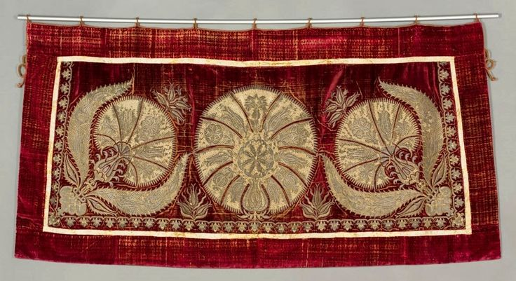 Ottoman embroidered caparison by Anonymous, first half 17th century (PD-art/old), Muzeum Archidiecezjalne w Poznaniu, formerly in Parish Church of All Saints in Goljewek