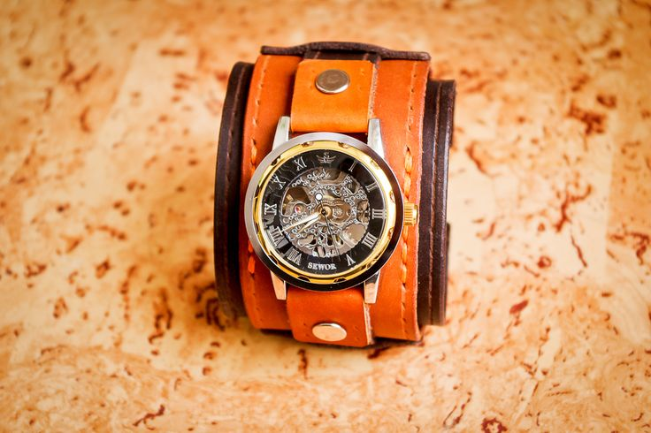 Men's leather watch handmade. The color combo. The skin thickness is 2 mm. bracelet Width 6 cm Long, 19 cm + 2 cm clasp on the arm thicker. On sale. Looking for a new owner.