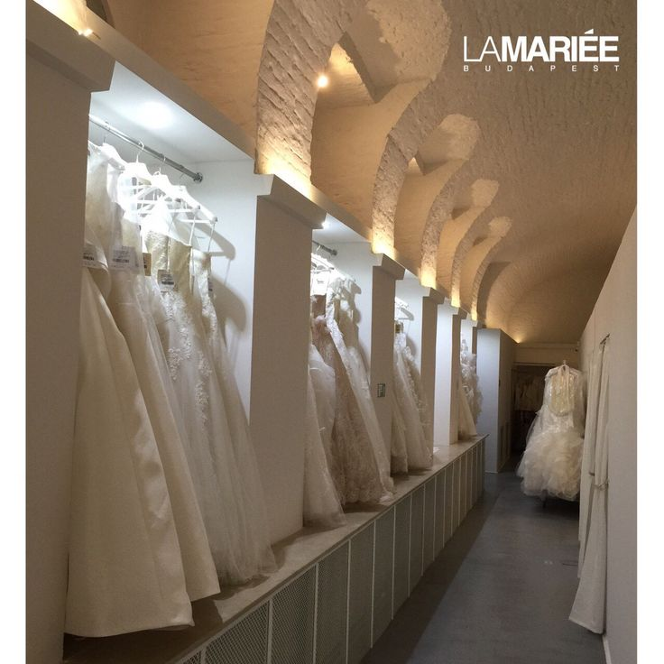 A La Mariée Budapest esküvői ruhaszalon Magyarország legexkluzívabb és egyetlen Pronovias Premium dealer ruhaszalonja! Óriási választék! www.lamariee.hu