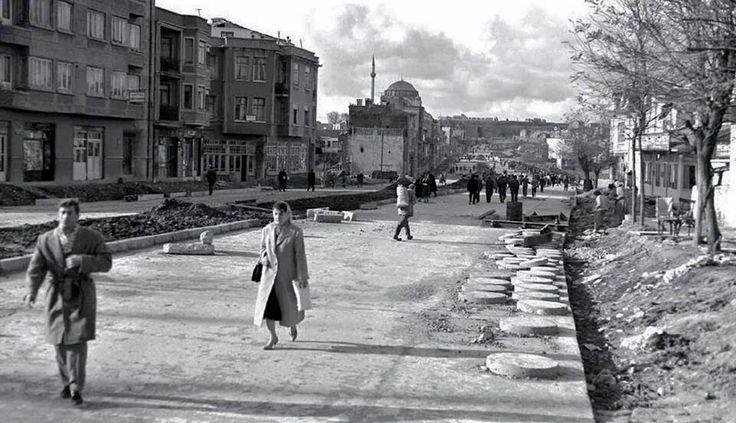 Fevzi Paşa Caddesi genişletme çalışmaları (~1957 Yıl. Karagümrük).
