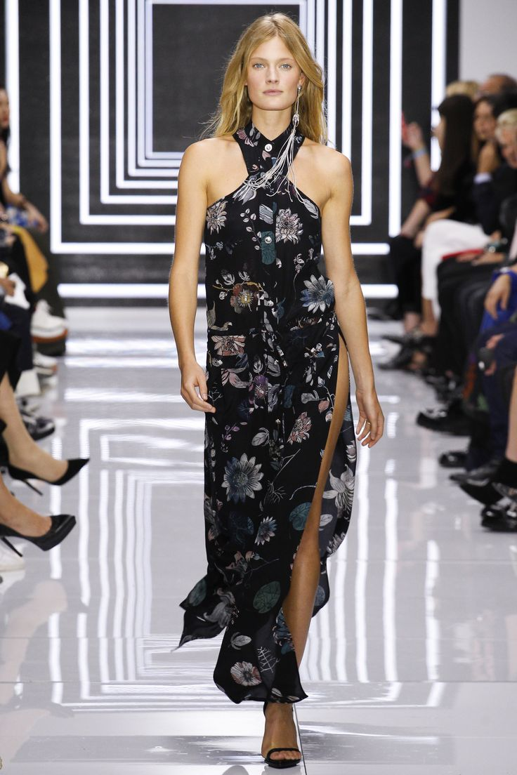 raincoat women Shop Versus Versace now on AMAZE  http   on amz az 1IK8LkT  Versus Versace Spring 2016 Ready to Wear Fashion Show   Anna Mila Guyenz
