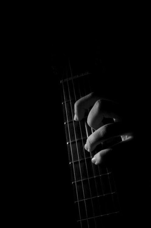 Resultado de imagen para guitarra cuerpo blanco y negro