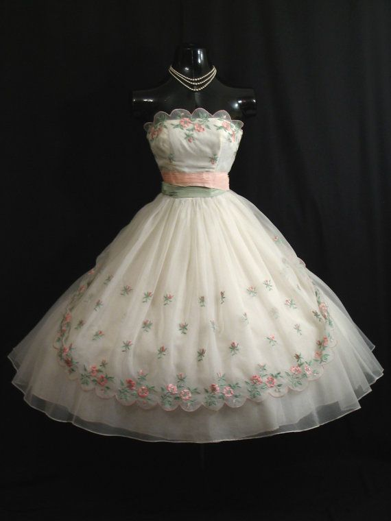 Description An absolutely exquisite original 1950's strapless dress in an ethereal white chiffon organza. This would make a fabulous wedding or
