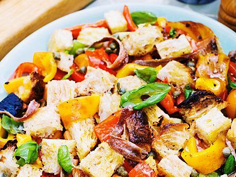 Paprika- och brödsallad med tomat | Recept från Köket.se