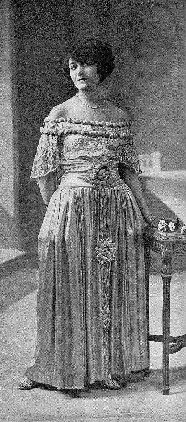 Robe de style by Doucet,Les Modes June 1923.Photo by Henri Manuel.