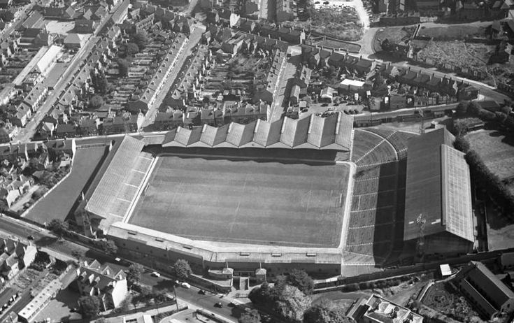 How Molineux originally looked. Multispan roof, massive terrace on the right, the Waterloo Road Stand cranked against the road, and a small terrace at the other end.
