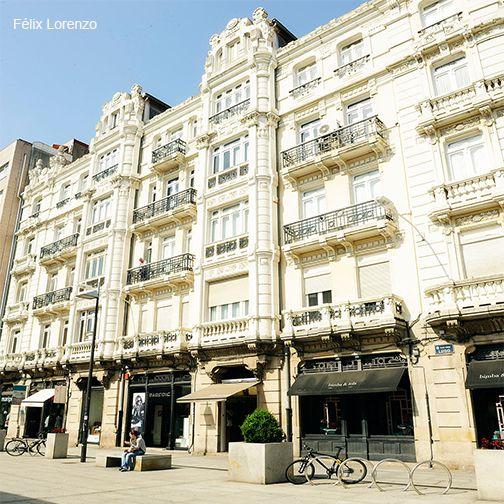 ¿Adoras el turismo de compras? En el Distrito Picasso de A Coruña encontrarás exclusivas tiendas mientras paseas entre los mejores exponentes de la arquitectura modernista gallega.