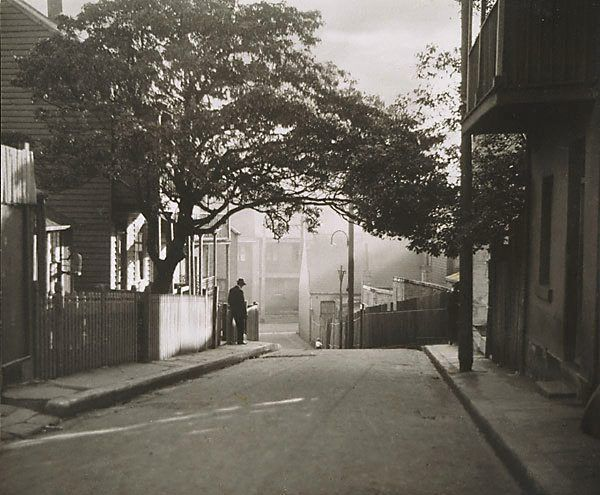 An image of Surry Hills, Sydney by Harold Cazneaux