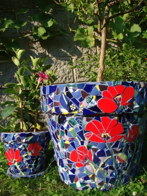 Mosaic poppy pot, planter, Kokino garden project 2011