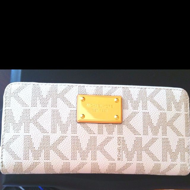 Michael Kors Wallets Outlet - MK Online Store Sale - less $70 ! #cheap #bags #mk #fashion #Style #Handbags