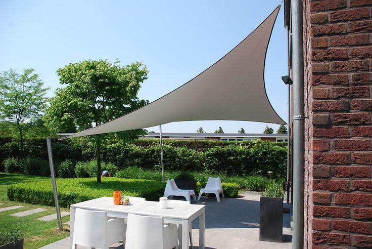 Een ShadowArt zonnezeil geeft bescherming tegen zon, regen en wind. zonnezeil schaduwdoek waterdicht doek terrasoverkapping