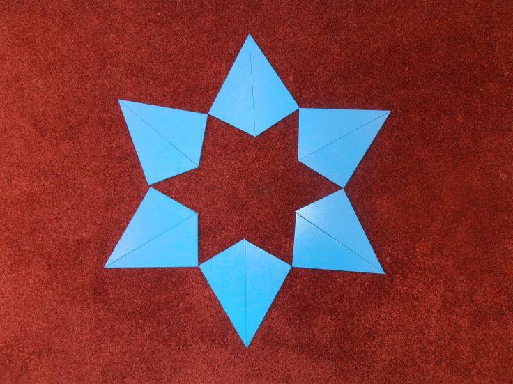 kerst met blauwe driehoeken - MontessoriNet