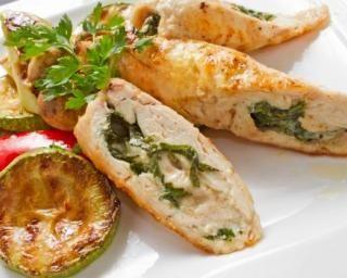 Roulés de poulet légers au camembert et à la sauge