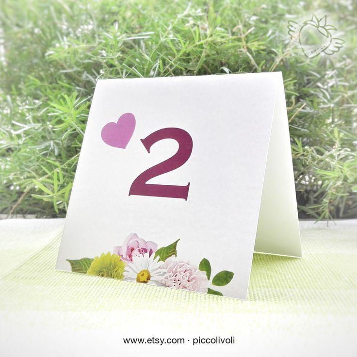 Segnatavolo matrimonio Love Fiori Rosa Verde - Coordinato - Table Number Love Flowers Pink Green - Wedding Seating Chart - Tableau Mariage  #Flowers #Love #Coordinato #TableNumbers #Stampabile #piccolivoli #cuori #fiori #flowers #rosa #pink #Shabby #rustico #rustic #segnatavolo #tableaumariage #tableau #marriage #weddingseat #weddig #tableguest #rosso #red #tableaumatrimonio #sposa #bride #bomboniere #favors #piccoli voli #seatingchart #love #amore
