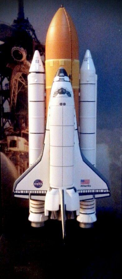 1/400 Dragon Space Shuttle Atlantis.