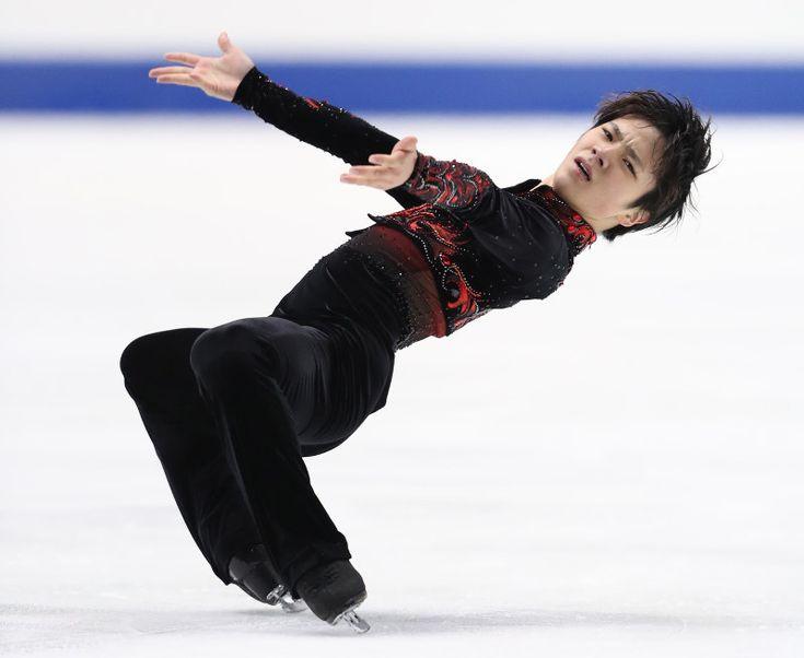 男子フリーで逆転し、初優勝した宇野昌磨=大阪・東和薬品ラクタブドームで2016年12月24日、佐々木順一撮影