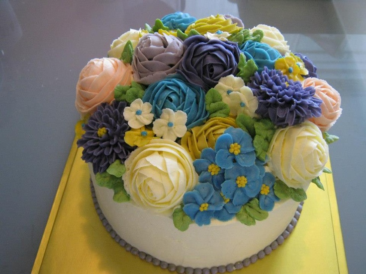 Cake Decorating Buttercream Flowers : 17 Best images about Buttercream flowers on Pinterest Cherry blossoms, Flower and Cakes