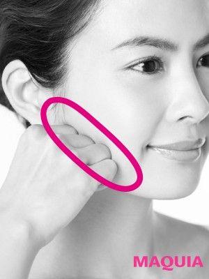こぶしカッサ⑥咬筋をほぐす 下あごの骨と咬筋が接するポイント、歯を食いしばったときに張り出す部分に第二関節をあてて、グリグリとよくほぐす。