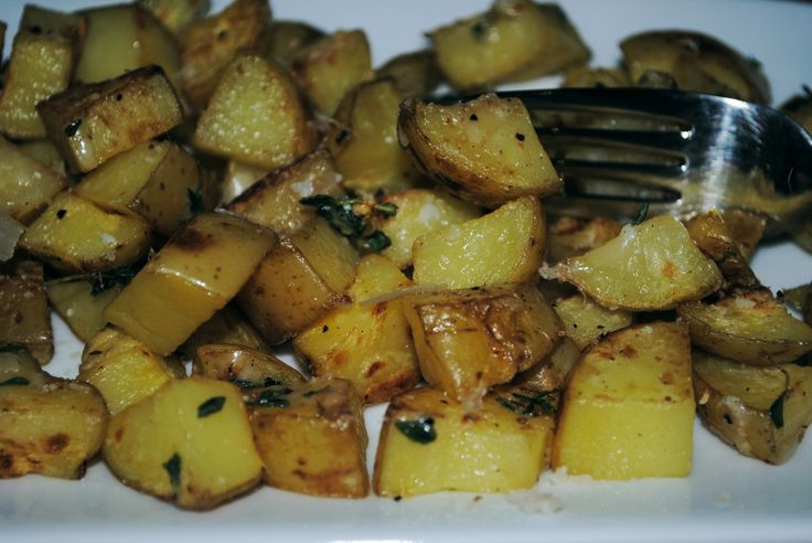 Fried Yukon gold potatoes with garlic & thyme-low calorie