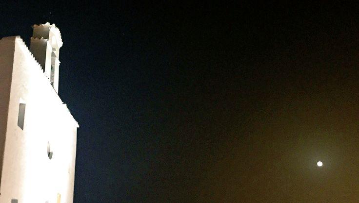 La iglesia de Sant Josep y la luna llena hoy #Eivissa  Full moon and the church of Sant Josep tonight #Ibiza