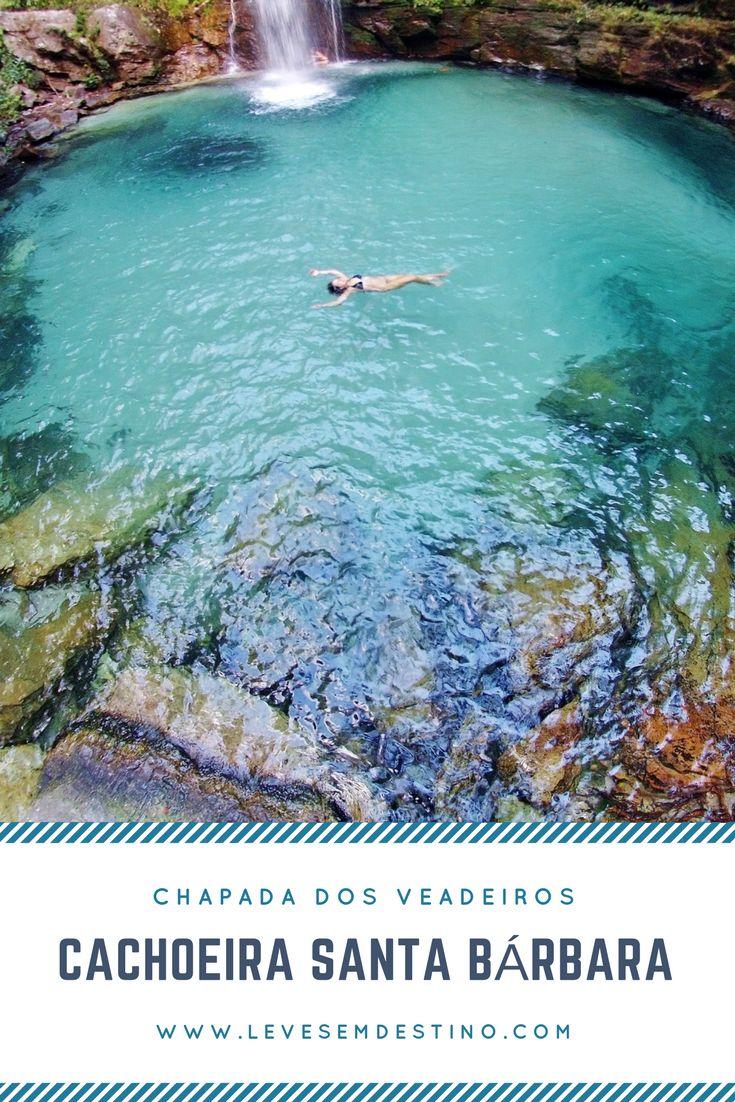 A Santa Bárbara possui tom verde esmeralda, com nuances insinuantes de azul turquesa.