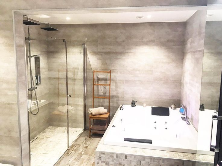 •Hovedbad• #hovedbad #bathroom #bathroominspo #baderominspo #vikingbad #bademiljø #rightpricetiles #badekar #dobbeltbadekar #dusj #glassdusj #nordiskehjem #funkisinspo #funkisvilla #bathtube 🛁