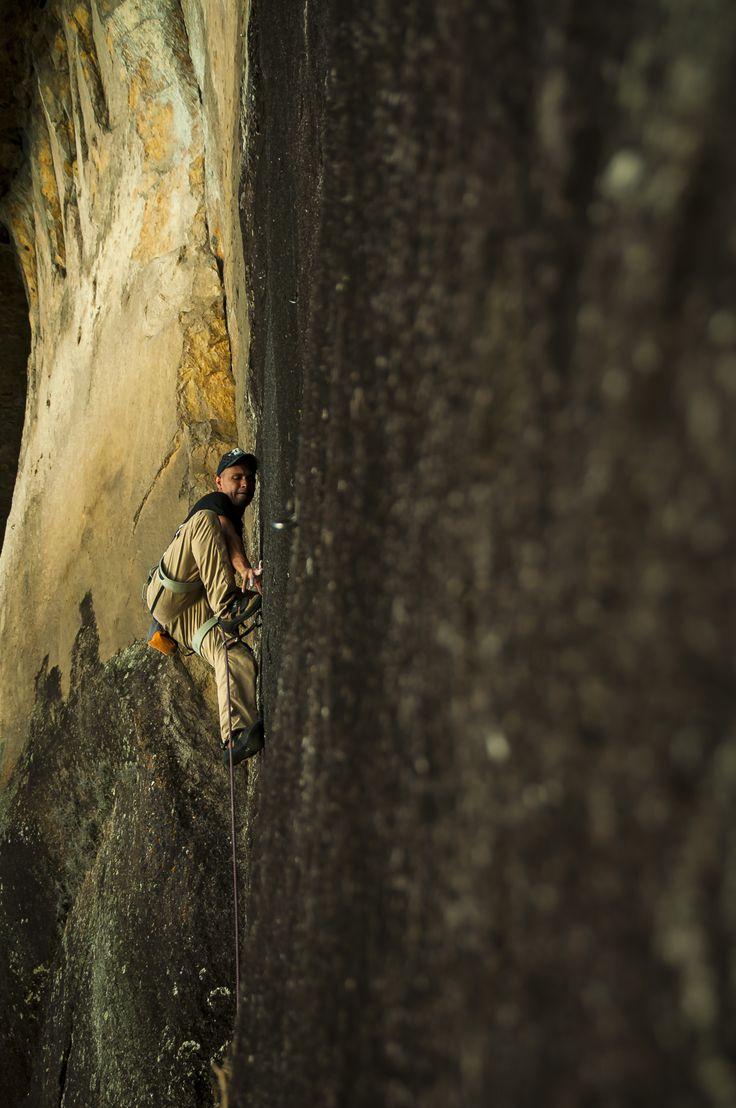 Climbing en Guatape Escalador: Jorge Bogotà Ruta: La ducha  Foto: Omar Andrés