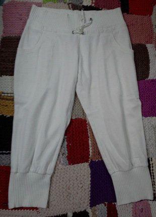 À vendre sur #vintedfrance ! http://www.vinted.fr/mode-femmes/pantacourts/27160247-pantacourt-blanc-confortable-hm